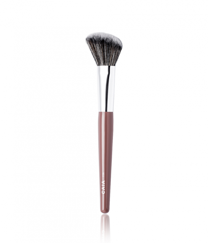 Angled Blush Brush 06 Meikkisiveltimet
